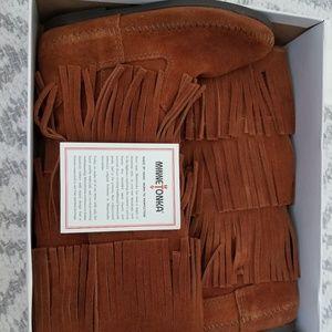 Minnetonka Moccasin Fringe Boots size 5